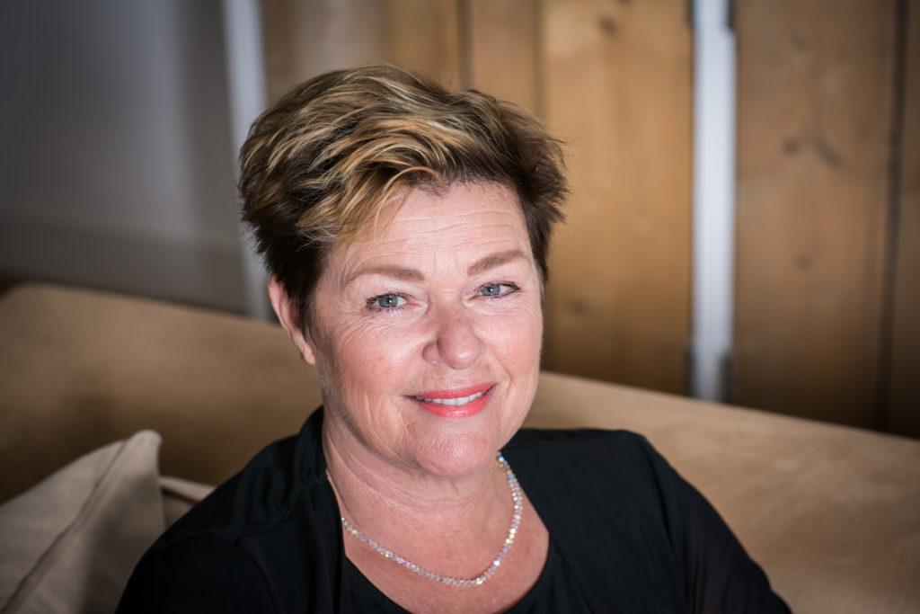 Uitvaartverzorgster Monique de Haan