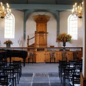 Markenbinnen kerk binnenkant